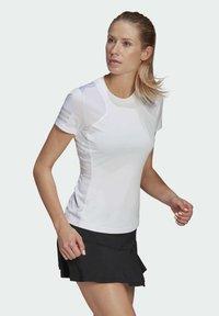 adidas Performance - CLUB TEE - T-shirt print - white/gretwo - 2