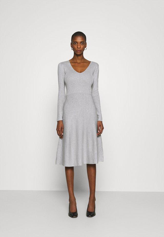 Sukienka dzianinowa - light grey melange