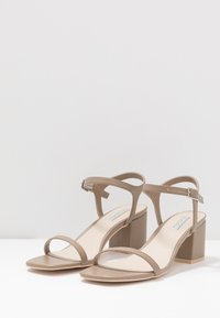 Nly by Nelly - SQUARE BLOCK HEEL  - Sandaler - nougat - 4