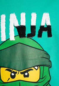 LEGO Wear - Print T-shirt - green melange - 2