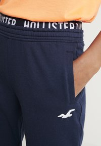 Hollister Co. - JOGGER - Tracksuit bottoms - navy - 4