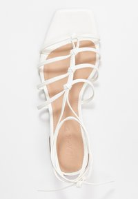 NA-KD - CROSSED STRAPS FLATS - Sandály - offwhite - 3