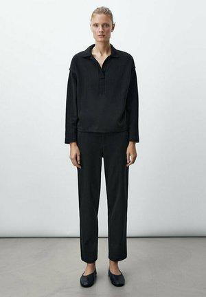 MIT VERSTELLBAREM BUND - Pantalon de survêtement - black
