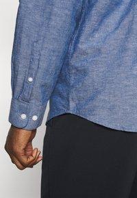 Selected Homme - SLHREGNEW SHIRT - Skjorta - medium blue denim - 5