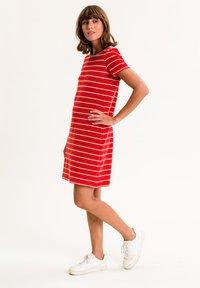 UVR Berlin - ELININA - Jersey dress - rot mit streifen - 2
