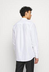 J.LINDEBERG - DANIEL AIRCEL - Formální košile - white - 2