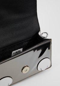 KARL LAGERFELD - Sac bandoulière - grau/weiss - 5