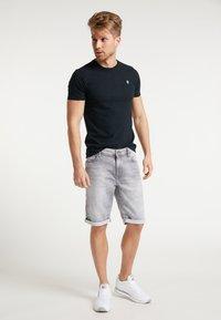 Petrol Industries - SHORTS - Denim shorts - dusty silver - 0