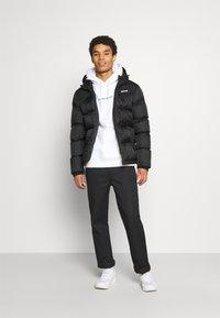 Calvin Klein Jeans - BOLD LOGO HOODIE - Felpa con cappuccio - bright white - 1