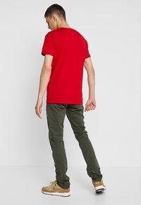 Nudie Jeans - SLIM ADAM - Pantaloni - olive - 2