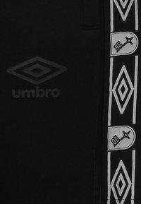 Umbro - Tracksuit bottoms - black - 4