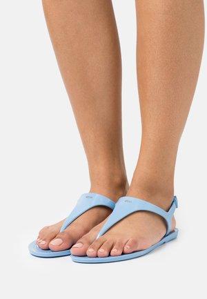 EMMA FLAT - Sandály s odděleným palcem - light/pastel blue
