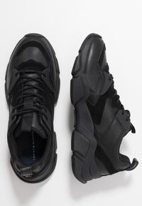 Tommy Hilfiger - CHUNKY TRAINER - Sneakers - black - 1