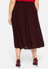 Sheego - Pleated skirt - schwarz-rot - 2