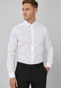 Next - COTTON SHIRT-SLIM FIT DOUBLE CUFF - Camicia elegante - white - 0