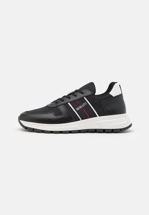 RUN SLIDE - Trainers - black