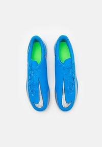 Nike Performance - PHANTOM GT CLUB IC - Zaalvoetbalschoenen - photo blue/metallic silver/rage green - 3