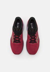 Saucony - GUIDE 14 - Stabilní běžecké boty - mulberry/lime - 3