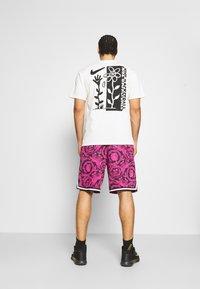 Nike Performance - DRY DNA SHORT PRINTED - Sports shorts - black/fireberry/white - 2