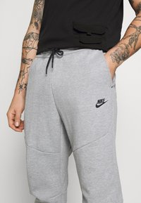 Nike Sportswear - M NSW TCH FLC JGGR - Trainingsbroek - grey heather/black - 6