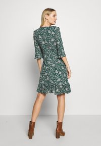 Wallis - DITZY FLORAL RUFFLE FLUTE DRESS - Day dress - green - 0