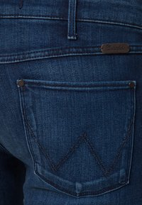 Wrangler - COURTNEY - Jeansy Slim Fit - lagoon - 6