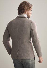 Falconeri - BLAZER AUS KASCHMIRJERSEY - Blazer jacket - taupe - 2