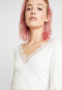 b.young - BYTOELLA VNECK - Long sleeved top - off white - 5