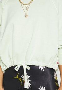 Levi's® - CINCHED CREW - Sweatshirt - light green - 5