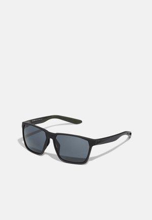 MAVERICK UNISEX - Sluneční brýle - matte black/grey
