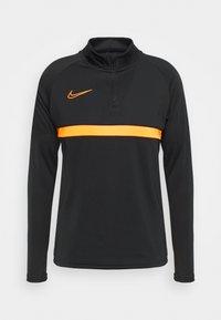 black/total orange