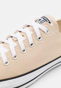 Converse - CHUCK TAYLOR ALL STAR - Baskets basses - farro - 5