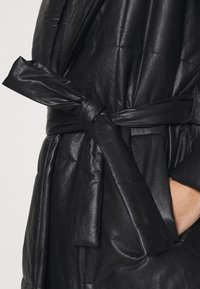 Who What Wear - BELTED PUFFER COAT - Classic coat - black - 5