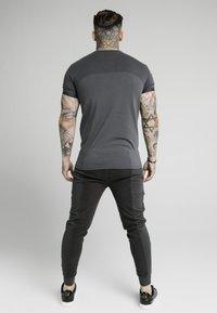 SIKSILK - Pantaloni sportivi - washed grey - 4