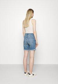 Marks & Spencer London - BOYFRIEND - Denim shorts - light blue denim - 2