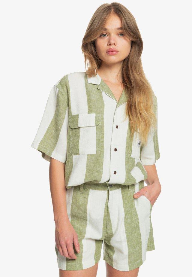 DESTINATION TRIP - Sports shorts - calliste gr bold linen stripes