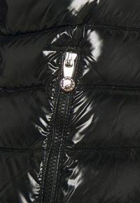 PYRENEX - SPOUTNIC SHINY - Bunda zprachového peří - black - 2