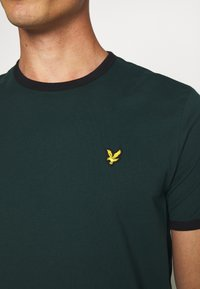 Lyle & Scott - RINGER TEE - Basic T-shirt - jade green/black - 5