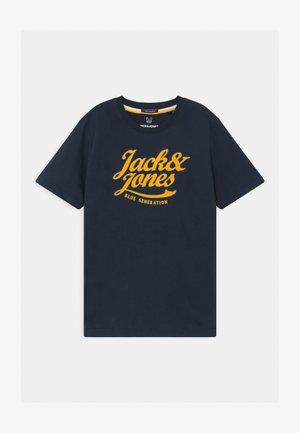 JORLARS CREW NECK - Print T-shirt - navy blazer