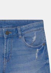 Marks & Spencer London - ROLL UP - Denim shorts - blue denim - 3