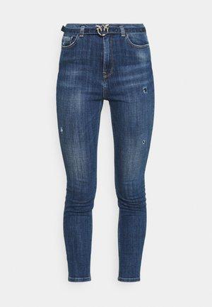SUSAN CROSS - Jeans Skinny Fit - mediu blue denim