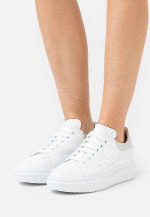 GALA - Sneakers laag - bianco/silver