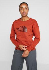 The North Face - DREW PEAK CREW - Sweatshirt - picante red - 0