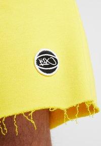 K1X - COLOR DISTRESSED  - Sportovní kraťasy - cyber yellow - 6