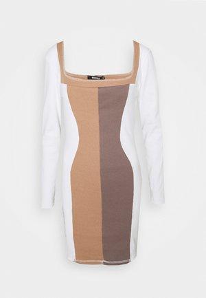 CONTRAST STITCH COLOUR BLOCK MINI DRESS - Pouzdrové šaty - chocolate