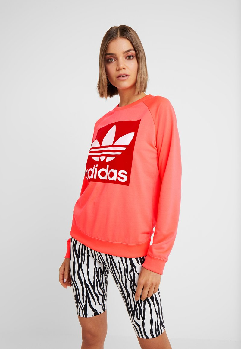 adidas Originals - TREFOIL CREW - Mikina - flash red