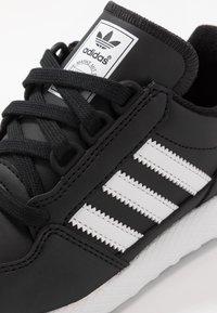 adidas Originals - FOREST GROVE - Baskets basses - core black - 2