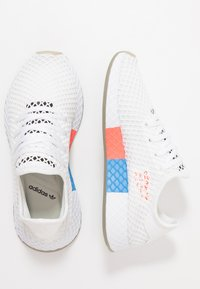 adidas Originals - DEERUPT RUNNER - Trainers - footwear white/core black/sesame - 1