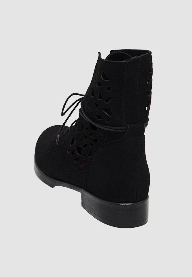 Usha Snørestøvletter - Black