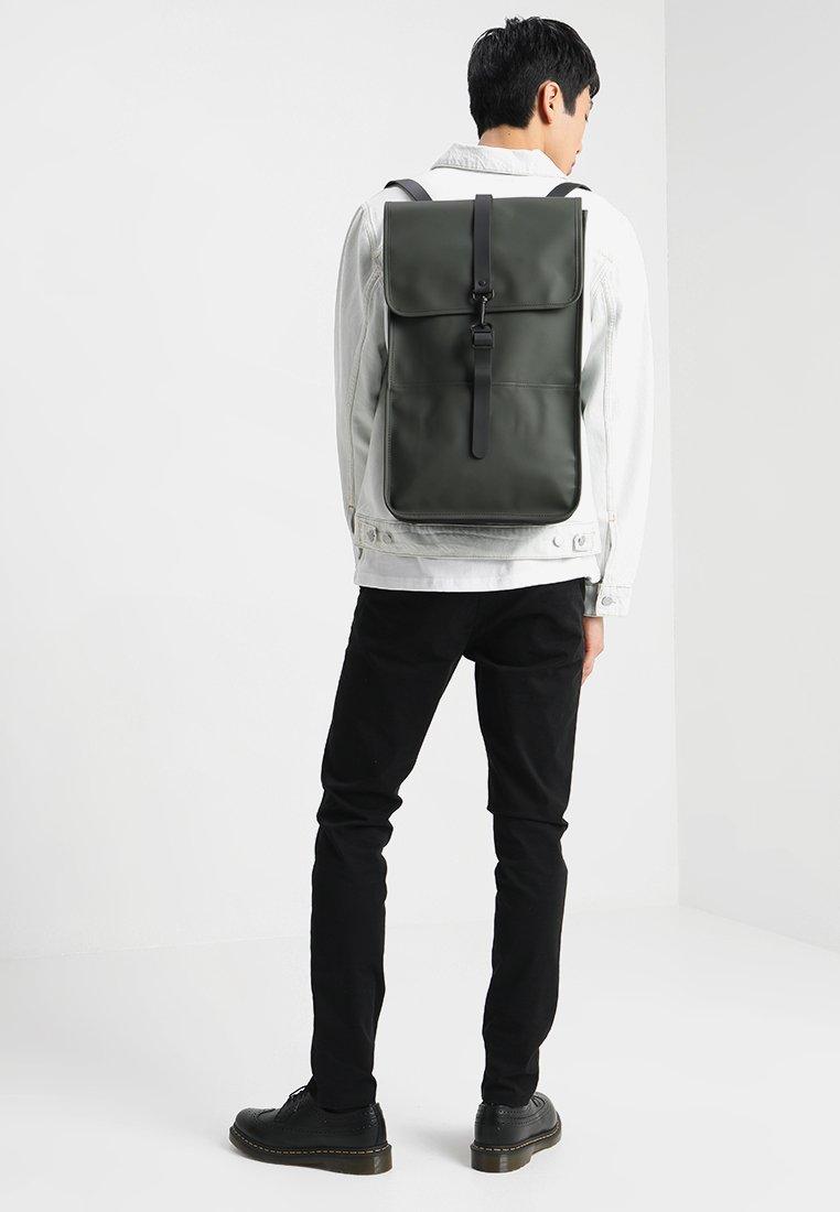 Rains Backpack - Tagesrucksack Green/grün